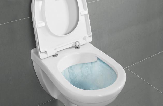 Entretenir ses toilettes : l'importance de détartrer la cuvette de ses WC.