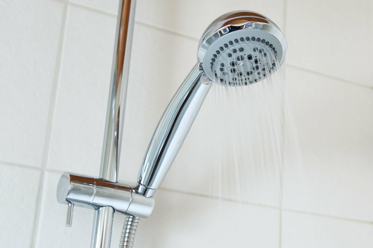 augmenter le débit d'eau de sa douche.